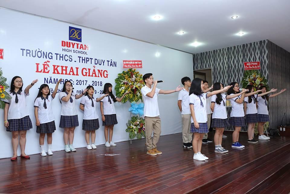 Học sinh Trường THCS-THPT Duy Tân với buổi lể khai giảng năm học 2017-2018