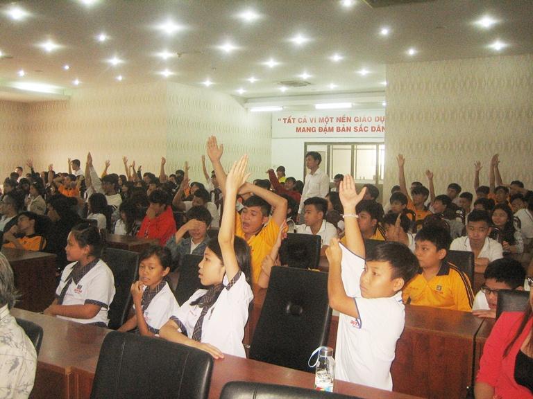 Học sinh Trường Duy Tân hưởng ứng Ngày Pháp luật Việt Nam năm 2017