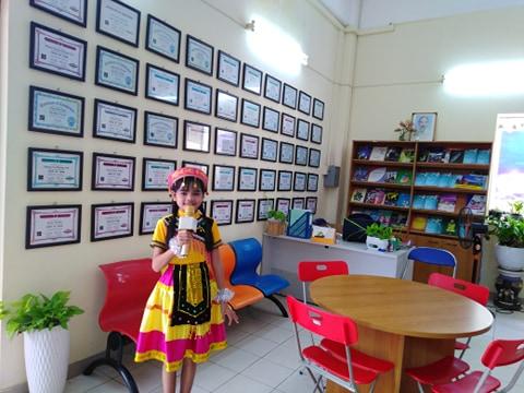 Giới thiệu giọng hát của em Đinh Thị Sên, học sinh lớp 6 của trường Duy Tân