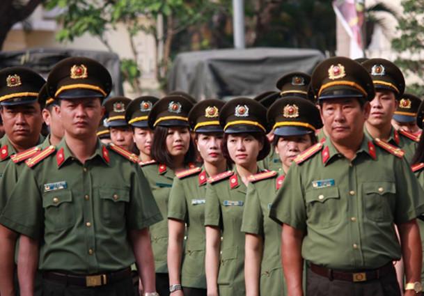 NGƯỜI CHIẾN SĨ CÔNG AN  Nguyễn Hồng Bửu, học sinh lớp 12a1 trường Trung học Duy Tân TPHCM